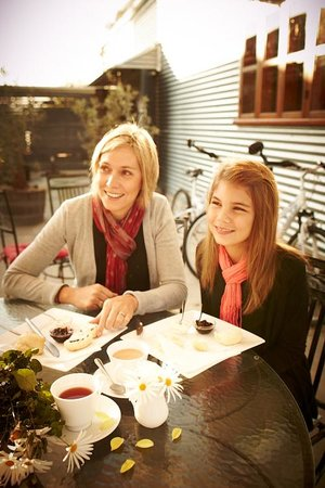 Whorouly, Australia: mother & daughter enjoying morning tea