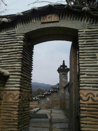 Hanok-Dorf Bukchon: 한옥마을 후원 정원의 문