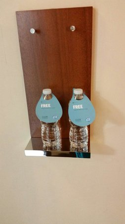 Four Points by Sheraton Long Island City Queensboro Bridge: Free water