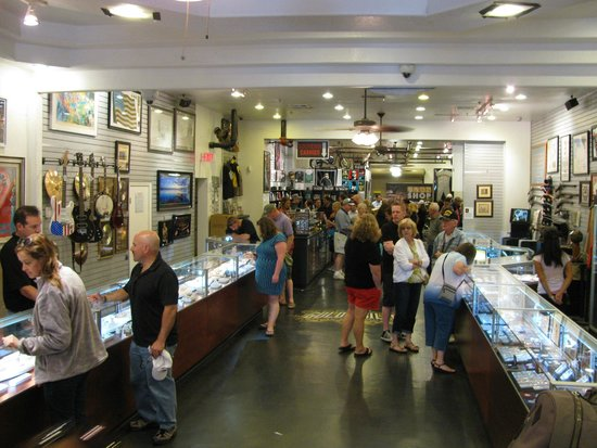 Gold & Silver Pawn Shop : Interior view