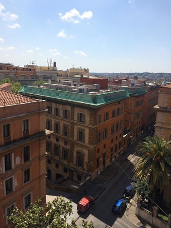 Hotel Caprice: Вид из номера на четвертом этаже