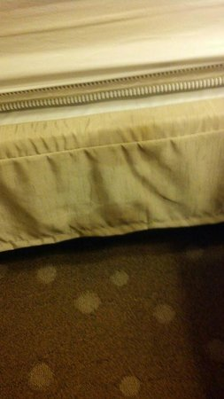 Comfort Inn  - Pittsburgh / Steubenville Pike: Bedroom bed ruffle- dirty