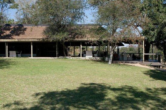 Tanda Tula Safari Camp : Main gathering area...