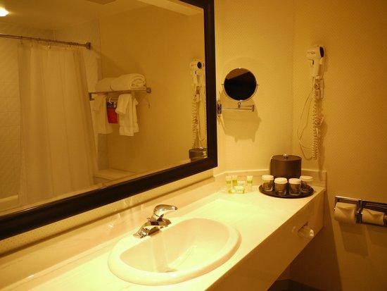 Hotel Ruby Foo's: Salle de bain
