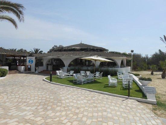 SENTIDO Phenicia: Beach BBQ -  lunch dining area