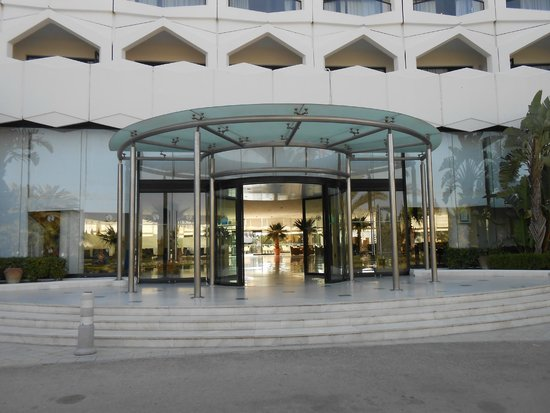 SENTIDO Phenicia: Entrance of hotel