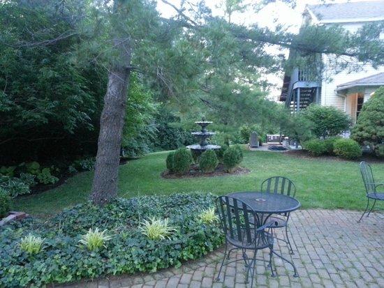 Kirkwood Inn: gardens area