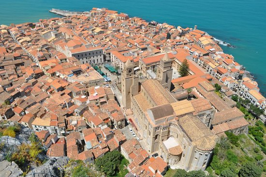 Duomo di Cefalu: View of Cefalu and Cathedral from the Rocca di Cefalu hill
