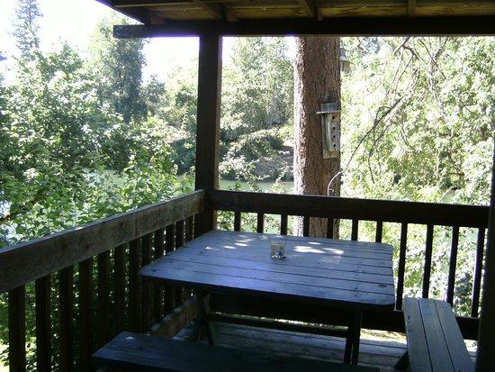 Motel Del Rogue: patio deck