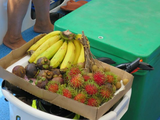 Phuket Sail Tours: Yummy tropical fruits on board