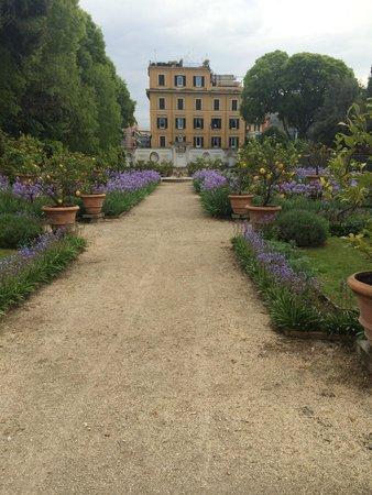 Galleria Borghese: Цветники виллы Боргезе
