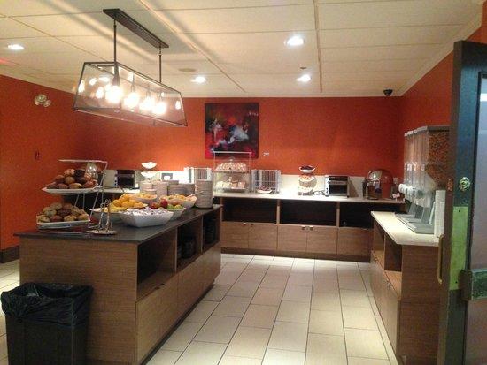 Cambridge Suites - Halifax: 朝食のレストラン
