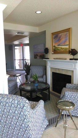The Seaside Amelia Inn: By front desk