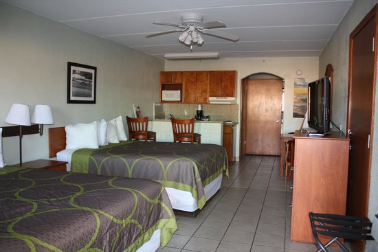Super 8 South Padre Island : our room