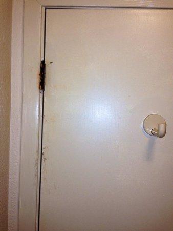 Days Inn Fulton: Bathroom door
