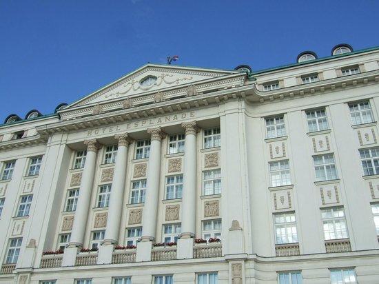 Esplanade Zagreb Hotel: 外観(中央駅方面)