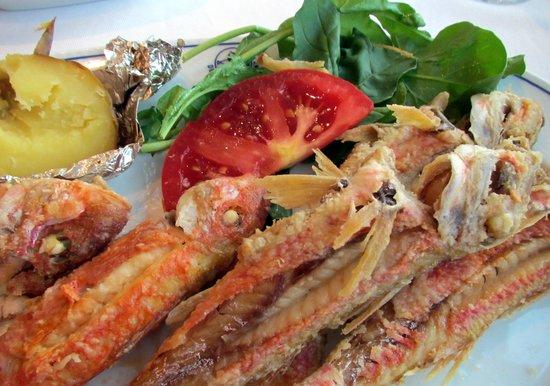 Deniz Restaurant: Red Mullet fish that we enjoyed at dinner