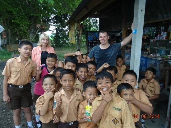 Bali Traditional Tours - Day Tours: Meeting the local kids