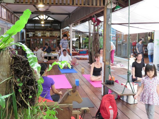 Phranakorn-Nornlen Hotel: Yoga on deck
