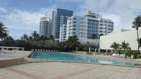 Deauville Beach Resort: Vista da piscina