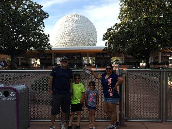 Epcot: Going into park
