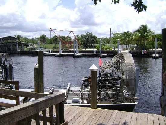 Captain Jack's Airboat Tours : Ready to board