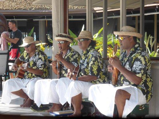 L'Escapade Island Resort: Sunday's entertainment