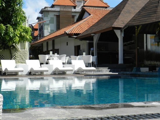 Asana Agung Putra Bali : Party Pool in front of property