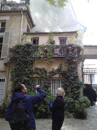 Paris Charms & Secrets Tours : More stories from the past