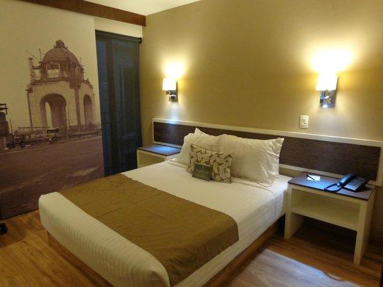 Hotel Plaza Revolución: Una acogedora habitación al llegar...