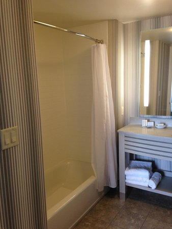 Residence Inn Portsmouth Downtown/Waterfront: Bathroom