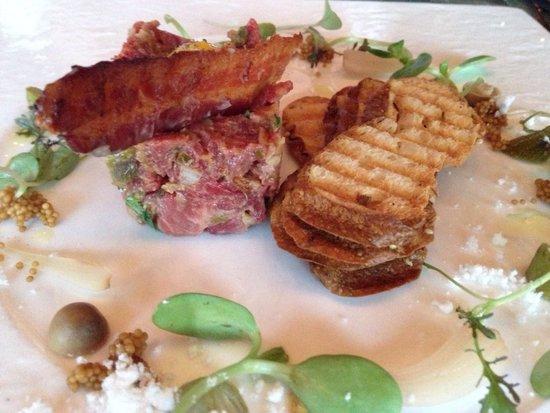 Canoe Restaurant & Bar: Beef tartare