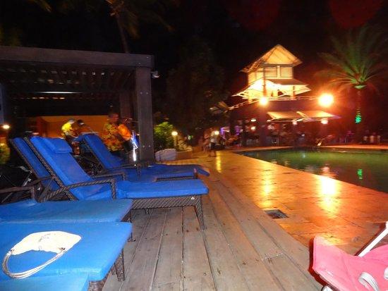 Tamarijn Aruba All Inclusive: Piscina de noche