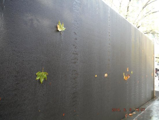 Melbourne Central: Water wall