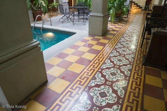 La Gran Francia Hotel y Restaurante: Amazing tile everywhere