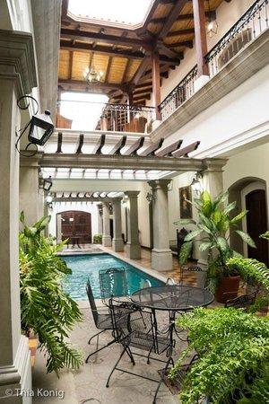 La Gran Francia Hotel y Restaurante: Pool area/courtyard