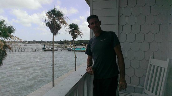 Lighthouse Inn at Aransas Bay: Standing on the balcony of our room