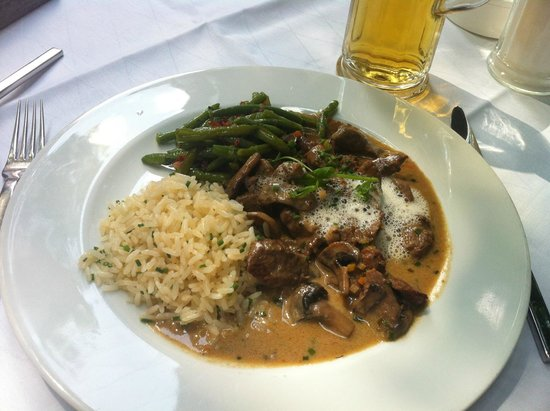 Restaurant Medici: Pork with mushrooms, rice and beans