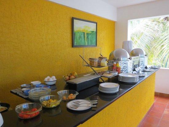 juSTa Off MG Road, Bangalore: Frühstücksbuffet: indisch und continental