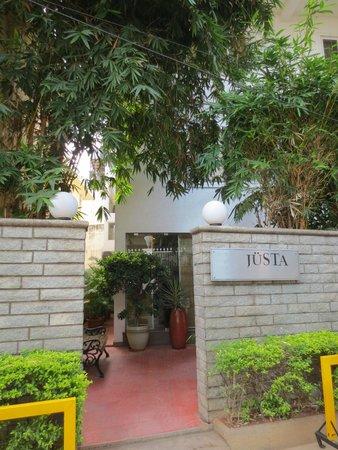 juSTa Off MG Road, Bangalore: Eingang