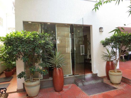 juSTa Off MG Road, Bangalore: Eingangsbereich