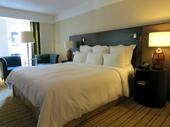 Renaissance Amsterdam Hotel: Comfy large bed