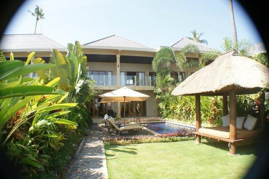 The Lovina: Beach Villa with Pool