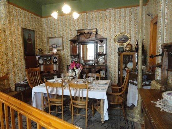 Miramont Castle Museum: Dining Room