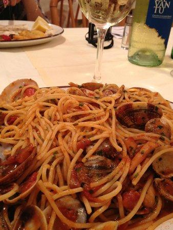 Osteria Tumelin: Spaghetti com frutos do mar - Muito bem servido! (14 euros)