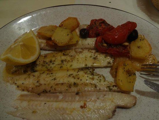 Osteria Tumelin: Peixe assado (22 euros) - Delícia!