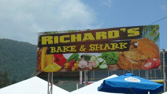 Maracas Bay : Aqui se come sanduíche de carne de tubarão