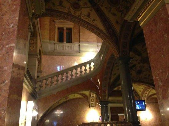 Hungarian State Opera House (Magyar Allami Operahaz) : Escalera a palcos