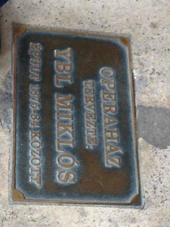 Hungarian State Opera House (Magyar Allami Operahaz) : placa en su entrada