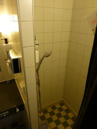 Scandic Kungsgatan : シャワーのみです.乾燥は早く,翌朝には乾きます.